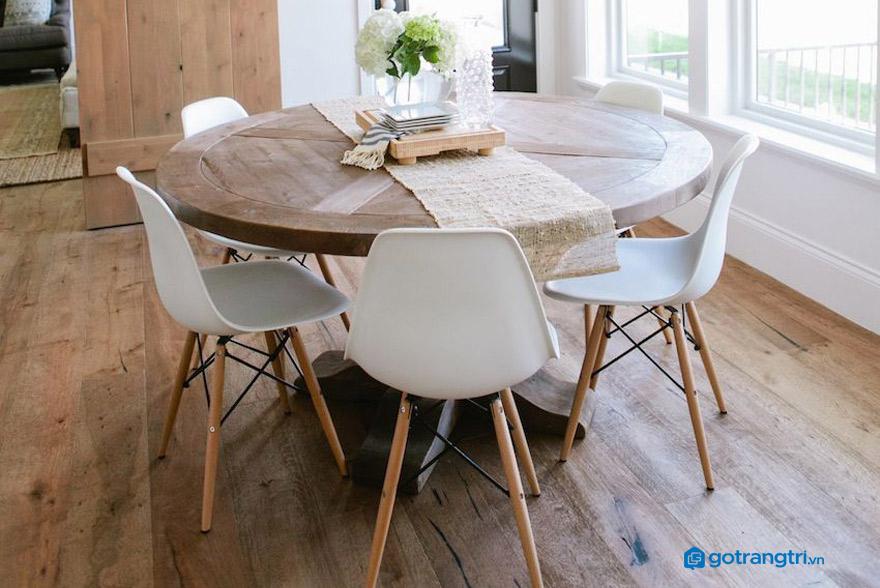 Bàn ăn làm từ gỗ công nghiệp dán veneer